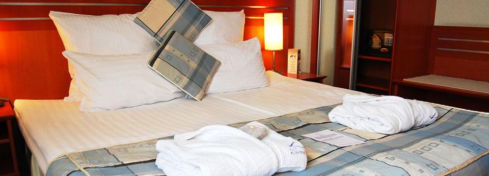 451541c07d4499 Wyposażenie hoteli i restauracji, pościel, kołdry, poduszki ...